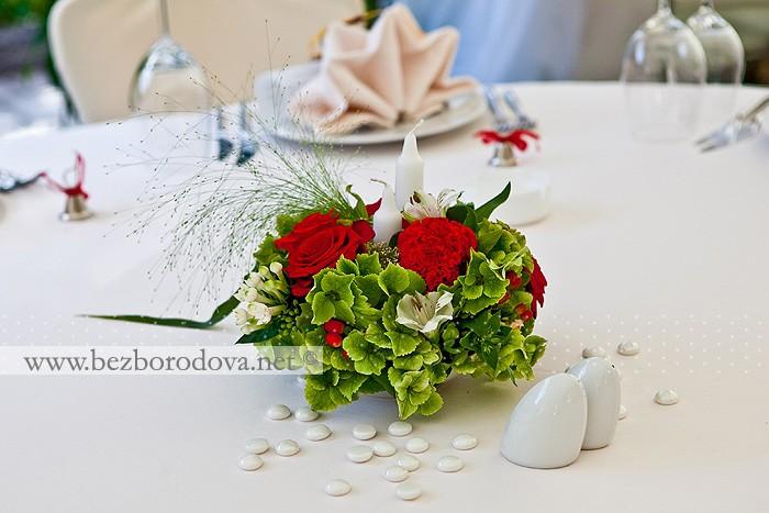 Свадебный букет из красных роз и