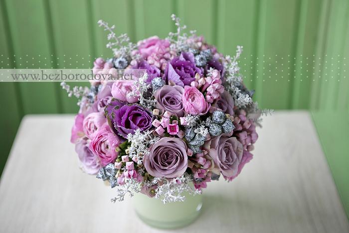 Букет «it's a girl!» из сиреневых роз с розовыми ранункулюсами и серой зеленью