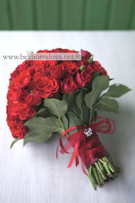 Свадебный букет с розами красными