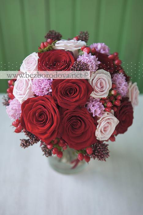 Букет невесты красно розовый