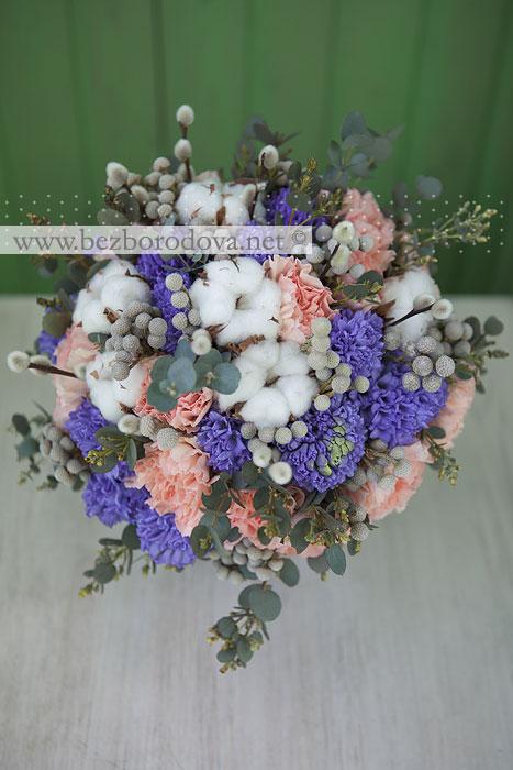 Весенний свадебный букет с гиацинтами, вербой и хлопком