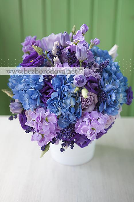 Голубой свадебный букет из гортензии с фиолетовой эустомой и сиреневыми розами