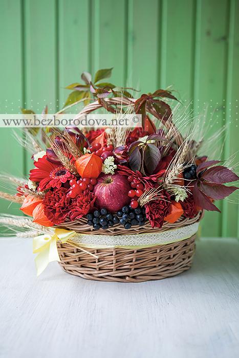 Подарочная цветочная корзина в русском стиле  с яблоками и колосьями