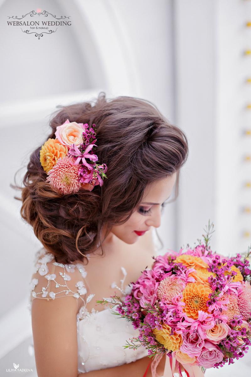 Осенний розовый букет невесты из садовых роз с персиковыми георгинами и астрами