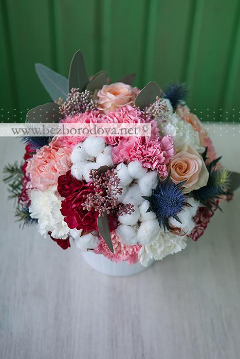 Готовые композиции для оформления ресторана из персиковой гвоздики, роз, с хлопком , эвкалиптом и елью