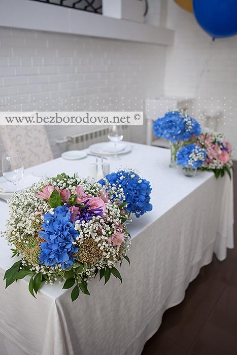 Оформление ресторана Casa di Mosca в сине-розовой гамме композициями с гортензией, пионовидными розами и гипсофилой