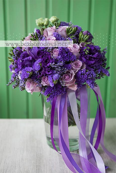 Фиолетовый свадебный букет из эустомы и фрезий с сиреневыми розами