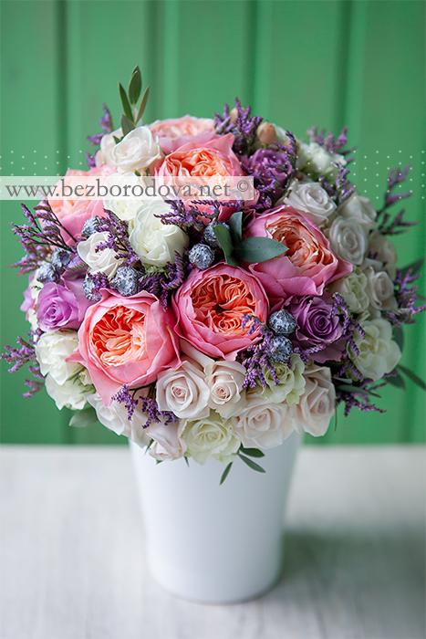 Классический свадебный букет из кремовых кустовых роз, пионовидных роз персикового цвета с сиреневым акцентом