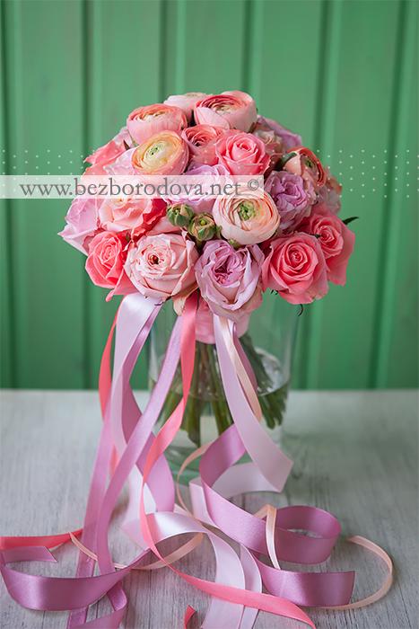 Розовый букет невесты из пионовидных роз и персиковых ранункулюсов