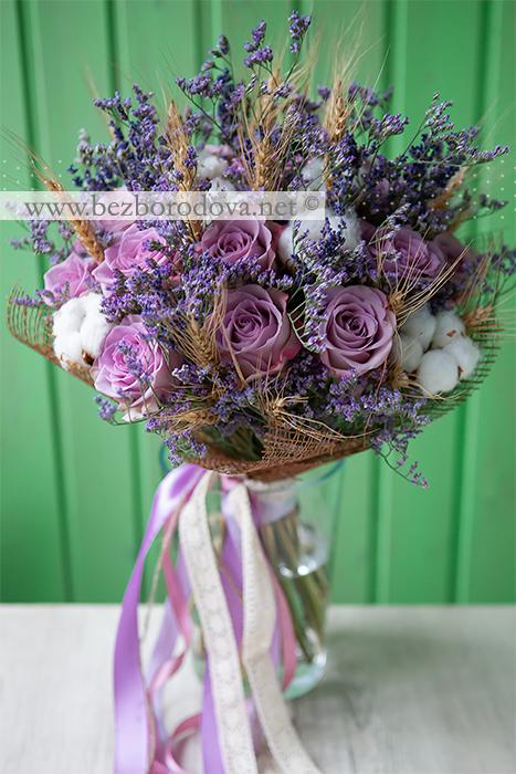 Подарочный букет в стиле прованс из сиреневых роз, с хлопком, лавандой и колосками