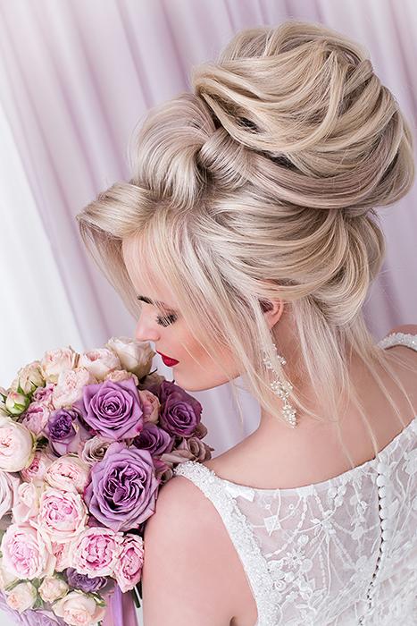 Нежный  букет невесты из розовых пионовидных роз с сиреневыми розами армандо и дольчетто